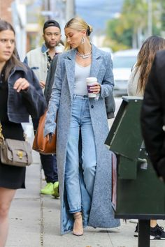 Street style fashion / Fashion week / Avenues while in Estilo Hailey Baldwin, Hailey Baldwin Style, Haley Baldwin, Fashion Week, Look Fashion, Tokyo Fashion, Classy Fashion, Petite Fashion, French Fashion