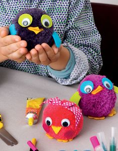 20 lovely crafts to do with kids . with pompoms! # 20 bricolageetloisirscréatifs lovely crafts to do with kids . with pompoms! - Tips and Crafts Crafts To Do, Yarn Crafts, Sewing Crafts, Crafts For Kids, Arts And Crafts, Children Crafts, Owl Crafts, Pom Pom Animals, Pom Pon