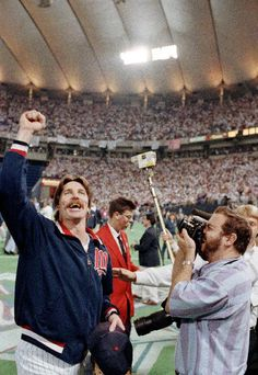 A look back at some of baseball's 1-0 classics | FILE - In this Oct. 26, 1991, file photo, Minnesota Twins pitcher Jack Morris, left, celebrates after the Twins won the World Series championship by defeating the Atlanta Braves 1-0 in 10 innnigs in Game 7 in Minneapolis, Minn., Sunday, Oct. 26, 1991. Morris pitched all 10 innings in the game and was named Most Valuable Player of the series. (AP Photo/Mark Duncan, File)