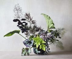 This weekend in M le magazine du Monde our latest story - championing summer foliage with photographed by and vessel by Arrangements Ikebana, Floral Arrangements, Deco Floral, Arte Floral, Bouquet Bleu, Corporate Flowers, Flora Design, Floral Artwork, Floral Centerpieces
