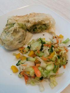 Knusprige Blätterteig Rollen...mit Brokkoli und Ben kleinen Salat...Lecker und Leicht...sowohl zum Essen als auch beim Kochen