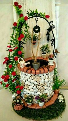 Fairy Garden in one of the fun ways of decorating gardens by using broken pots, wood pieces, planter's soil and other wrecked items. It creates a miniature fantasy garden with the help of unusable items. Fairy Crafts, Garden Crafts, Garden Art, Diy And Crafts, Fairy Garden Furniture, Fairy Garden Houses, Clay Fairies, Fairy Garden Accessories, Stone Crafts