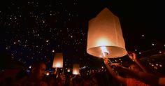 20150414 - Centenas de lanternas chinesas são lançadas na noite desta segunda-feira (13), na cidade de Jinghong para celebrar o Ano-novo do povo Dai, que habita uma província no sul da China  PICTURE: Hao Yaxin/Xinhua