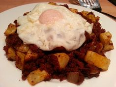 Corned Beef Hash: Another dish you thought you couldn't eat while being on Slimming World! Comfort food at it's best! Unfortunately it is not syn f. Slimming World Dinners, Slimming World Breakfast, Slimming World Recipes Syn Free, Slimming World Diet, Slimming Eats, Bobs, Sliming World, Healthy Comfort Food, Healthy Eating