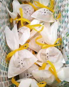 Was wäre ich ohne #pinterest  Eine Runde Osterhäschen für meine Lieben -  gibt es morgen nach dem gemeinsamen Frühstück und dann geht's endlich in die verdienten Ferien!!! #lovemyjob #iloveteaching #diy #gifts #surprise #rabbits #easter #holidays #primaryschool #teachersofinstagram #grundschule #grundschulideen #happyteachingcommunity #happyteaching #lehrerleben #iteachtoo #sweetsformysweets #chocolate #giveaway