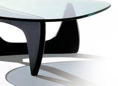 Order your Noguchi Table. An original design by Isamu Noguchi, this modern coffee table is manufactured by Herman Miller. Table Basse Noguchi, Noguchi Coffee Table, Coffee Table Desk, Isamu Noguchi, Cool Coffee Tables, Modern Coffee Tables, Table Furniture, Cool Furniture, Modern Furniture