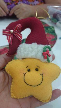 Felt Christmas Decorations, Felt Christmas Ornaments, Christmas Star, Christmas 2017, Christmas Projects, Felt Crafts, Diy And Crafts, Christmas Crafts, Crafts For Kids