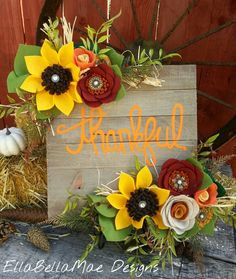 EllaBellaMae Designs sign Felt Flower Wreaths, Felt Wreath, Felt Flowers, Fabric Flowers, Paper Flowers, Painted Flowers, Crafts To Make And Sell, Diy And Crafts, Thanksgiving Art
