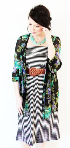 Artist / Blogger Alisa Burke wearing a chunky turquoise necklace from http://polishedtwo.etsy.com