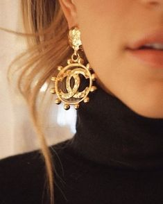 The Lulus Creative Muse Gold Textured Circle Earrings are sure to inspire! Cool textured gold makes up these statement-making circle earrings. Chanel Jewelry, Jewelry Box, Jewelry Accessories, Fashion Accessories, Jewellery, Gems Jewelry, Fashion Clothes, Jewelry Ideas, Silver Jewelry