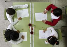 EDUCATION GAP-SOCIOCULTURAL DIFFERENCES-SOCIAL STRATA.  The occupation of parents influences the academic achievement of children. The sociocultural status of parents, and the inclusiveness of educactivo system is more influential than the economic status of these.
