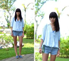 Shades of Blue (by Lucy De B.) http://lookbook.nu/look/4756871-Shades-of-Blue-Levi-s-Shorts-Chanel-Espadrilles-Kenzo-Bag