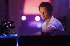 All top songs and albums by Fedde Le Grand for free: Dutch DJ, producer, and remixer, a cofounder of Flamingo Recordings. Named best breakthrough solo artist at the 2007 international dance music awards. International Dance, Top Albums, Modern Love, Soloing, Dance Music, Music Awards, Edm, Music Artists, Eye Candy