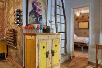 """Un apartament din Cluj dă o nouă viaţă obiectelor """"salvate"""""""