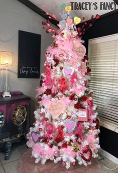 your Christmas tree.into a Valentines tree - Tracey's Fancy your Christmas tree.into a Valentines tree - Tracey's Fancy Llama Party Printables Valentine Tree, Valentine Day Love, Valentine Crafts, Valentine Ideas, White Christmas Trees, Holiday Tree, Christmas Time, Fancy, Valentines Day Decorations