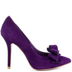 You'll be more than just ravishing in this beautiful Steven by Steve Madden pump. The Ravesh brings you a polished purple suede upper with a sophisticated pointed toe. An adorable layered bow details the vamp while a 4 inch stiletto heel completes the silhouette.