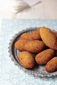 recipe for bechamel sauce and shrimp croquettes and squid Mexican Food Recipes, Sweet Recipes, Dog Food Recipes, Cooking Recipes, Croquettes Recipe, Yummy Food, Tasty, Yogurt Recipes, Latin Food