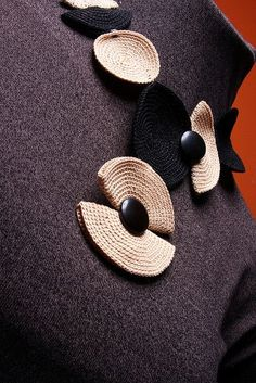 Вязанные украшения. – 4 фотографии