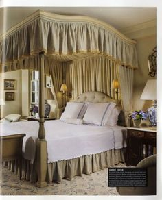 I would love to curl up in this bed with a good book and spend the day there :-) Beautiful Bedrooms, Beautiful Interiors, Romantic Bedrooms, Closet Bedroom, Master Bedroom, Cottage House Designs, Always Kiss Me Goodnight, Bedroom Styles, Guest Bedrooms