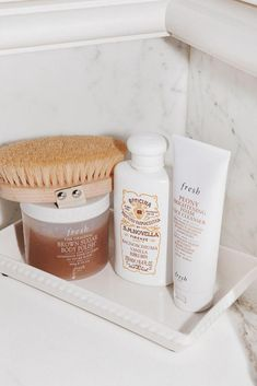 The best products to relax and take care of your skin #BeautyRoutineChecklist Devon, Hamilton, Beauty Care, Beauty Skin, Face Beauty, Brown Bodies, Body Polish, Beauty Secrets, Beauty Tips