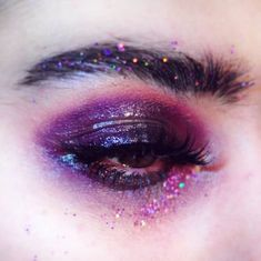 The Cruelty-Free Makeup Brand You've Completely Underestimated - makeup inspiration tips looks euphoria colorful bold eye makeup cruelty free affordable - Eye Makeup Glitter, Bold Eye Makeup, Makeup Eye Looks, Eye Makeup Art, Cute Makeup, Pretty Makeup, Eyeshadow Makeup, 80s Makeup, Awesome Makeup