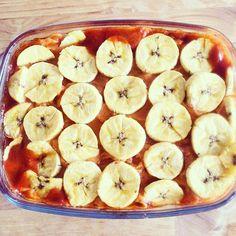 Healthy lasagna ala paleo: Dit is echt een super lekker recept! - 1 zoete aardappel - 1 rode ui - 1 prei - 1 teentje knoflook - 1 bakbanaan - 300 gr Lams/rundergehakt - Tomatenblokjes (1 blikje) - Tomatenpuree (70gr) - Koriander - Kaneel - Zout - Tijm - Kerriepoeder - Peterselie - Chiliepoeder ( halve tl) - Paprikapoeder - Dille Kook de zoete aardappel in 10 min gaar, voeg daarna een tl kaneel en een knufje zout toe en pureer dit. Bak de rode ui glazig en voeg daarna de gehakt en het teentje…