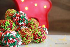 boozy-holiday-truffles-03 Cheap Chocolate, Dark Chocolate Chips, How To Make Chocolate, Chocolate Truffles, Melting Chocolate, Chocolate Recipes, Delicious Chocolate, Holiday Candy, Holiday Treats