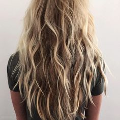 hair hair waves 6 Looks All Girls With Medium Beach Hair Color, Beach Blonde Hair, Beach Wave Hair, Long Beach Waves, Beachy Waves Long Hair, Long Beach Hair, Messy Waves, Beach Perm, Mermaid Hair Waves