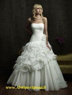 05543c11a9d15 2015 ABITO SPOSA AMPIO Vestito da sposa con corpetto rigido bianco e gonna  ampia con decorazioni