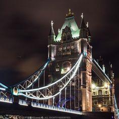 Walk passed by  #europe #uk #london #city #cityoflondon #towerbridge #thames #night #evening #thisislondon #ilovelondon #tourist #travel #travelgram #instatravel #igtravel #streetphotography #photo #photooftheday #vscofilm #towerhill #highlife500 @british_airways #visiteurope #visituk #visitlondon by cyfleung
