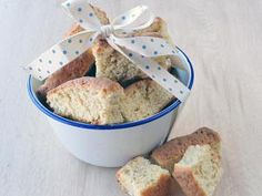 Dunk a rusk - recipes Buttermilk Rusks, Rusk Recipe, South African Recipes, Yummy Food, Delicious Recipes, Biscotti, Bread Recipes, Oatmeal, Treats