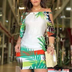 A imagem pode conter: uma ou mais pessoas e pessoas em pé Cute Outfits With Shorts, Short Outfits, Short Dresses, African Dresses For Women, African Print Dresses, Diy Dress, Holiday Fashion, Dress Collection, African Fashion