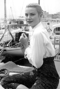 See how Brigitte Bardot, Grace Kelly, Sophia Loren and more did Cannes in the and Hollywood Fashion, Hollywood Glamour, Classic Hollywood, Old Hollywood, Hollywood Icons, Moda Grace Kelly, Grace Kelly Style, Grace Kelly Fashion, Grace Kelly Wedding
