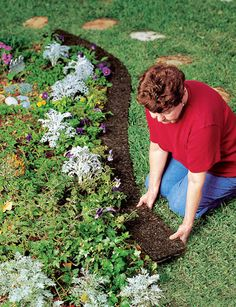 Front Yard Landscaping Discover Pound-In Plastic Landscape Edging - Lawn Edging Landscaping With Rocks, Front Yard Landscaping, Backyard Landscaping, Landscaping Ideas, Landscaping Software, Luxury Landscaping, Landscaping Melbourne, Landscaping Company, Inexpensive Landscaping
