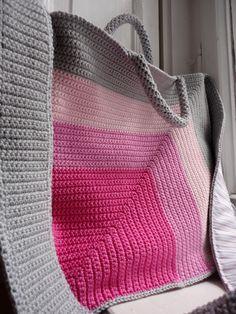 mom's pink swing bag  Nice colors!