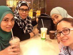 4 beautiful ladies...
