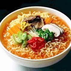 라면 Ramyon or Instant Noodles. Ramen, Mie Goreng, Korean Noodles, I Want Food, Snack Recipes, Healthy Recipes, Snacks, Korean Food, Korean Bar