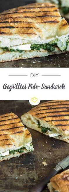 Heute gibt es ein gegrilltes, mit Spinat und Camembert gefülltes Fladenbrot. Oder anders ausgedrückt: Ein Pide-Sandwich deluxe.