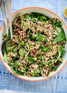 This simple quinoa salad recipe is perfect for packed lunches! http://cookieandkate.com