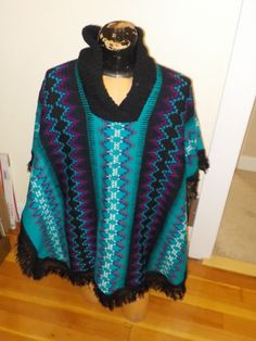 Vintage-Hand-Weaved-Mexican-SOUTHWESTERN-AZTEC-PONCHO-Shawl-WOMENS-One-Size