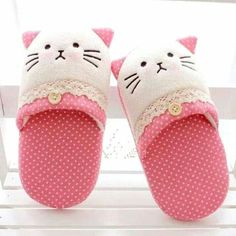 2012 plaid polka dot lace cat home plush floor thermal slippers Loja Online Baby Sewing Projects, Sewing For Kids, Diy For Kids, Sewing Slippers, Cute Slippers, Baby Doll Shoes, Clothing Store Displays, Hello Kitty Collection, Shoe Pattern