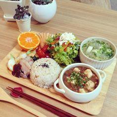 .@miu_yuki | 遅めの朝ごはんはモリモリプレート(۶⁎´•ω˂) : 麻婆豆腐・イカと白菜のスープ 塩豚... | Webstagram Asain Food, Food Gallery, Korean Food, Food Plating, Food Preparation, Japanese Food, Soul Food, Asian Recipes, Food Inspiration