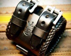 Brazalete de cuero custom de handstitched por MataraCustomLeather