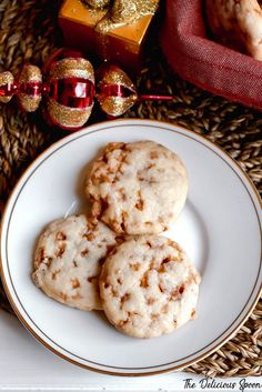 Skor Bits inside a shortbread batter that is so light these cookies just melt in your mouth. guess that is why they are called shortbread meltaways! Cookie Desserts, Cupcake Cookies, Sugar Cookies, Cookie Recipes, Dessert Recipes, Cookie Cups, Holiday Baking, Christmas Baking, Christmas Cookies