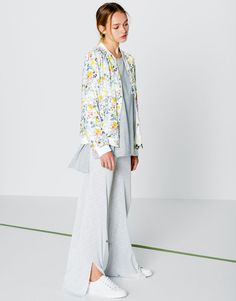 The most alternative look with coats and jackets for women at PULL BEAR.  Checked blazers, faux fur or quilted jackets, bombers and camel coats for 3a7fe34fde34