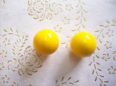 Italy Wood knobs in high quality. wood laquered Yellow.  wood knob.round wood knob.Diam. mm.35, total height knob mm.35.art. 364