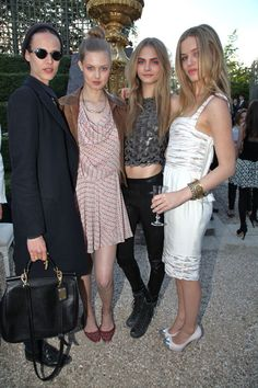 Aymeline Valade, Lindsey Wixson, Cara Delevingne et Georgia May Jagger au défilé Chanel croisière 2013 http://www.vogue.fr/defiles/street-looks/diaporama/street-looks-au-defile-chanel-croisiere-2013/8109/image/527173#!aymeline-valade-lindsey-wixson-cara-delevingne-et-georgia-may-jagger