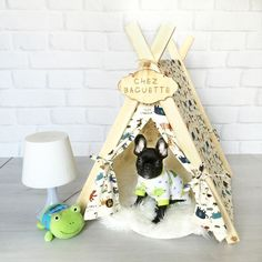 Cute and unique tents/teepees pet beds for dogs and cats. Cat Teepee, Dog Tent, Diy Dog Bed, Pet Furniture, Sleeping Dogs, Pet Beds, Dog Houses, Diy Stuffed Animals, Pet Store