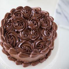 Chocolate Cake Designs, Dark Chocolate Recipes, Chocolate Truffle Cake, Dark Chocolate Cakes, Chocolate Frosting, Chocolate Truffles, Chocolate Desserts, Icing Frosting, Buttercream Recipe
