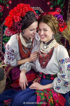 Ukraine 🌟 Traditional Ukrainian costumes for women - decorative headdresses and Crown braid🌟 A crown braid or crown plait is a traditional Ukrainian hairstyle. Red is a prominent color in folk dress of Ukraine. Ukrainian Dress, Ukrainian Art, Folk Fashion, Ethnic Fashion, Traditional Fashion, Traditional Dresses, Russian Traditional Dress, Mode Russe, Costume Ethnique